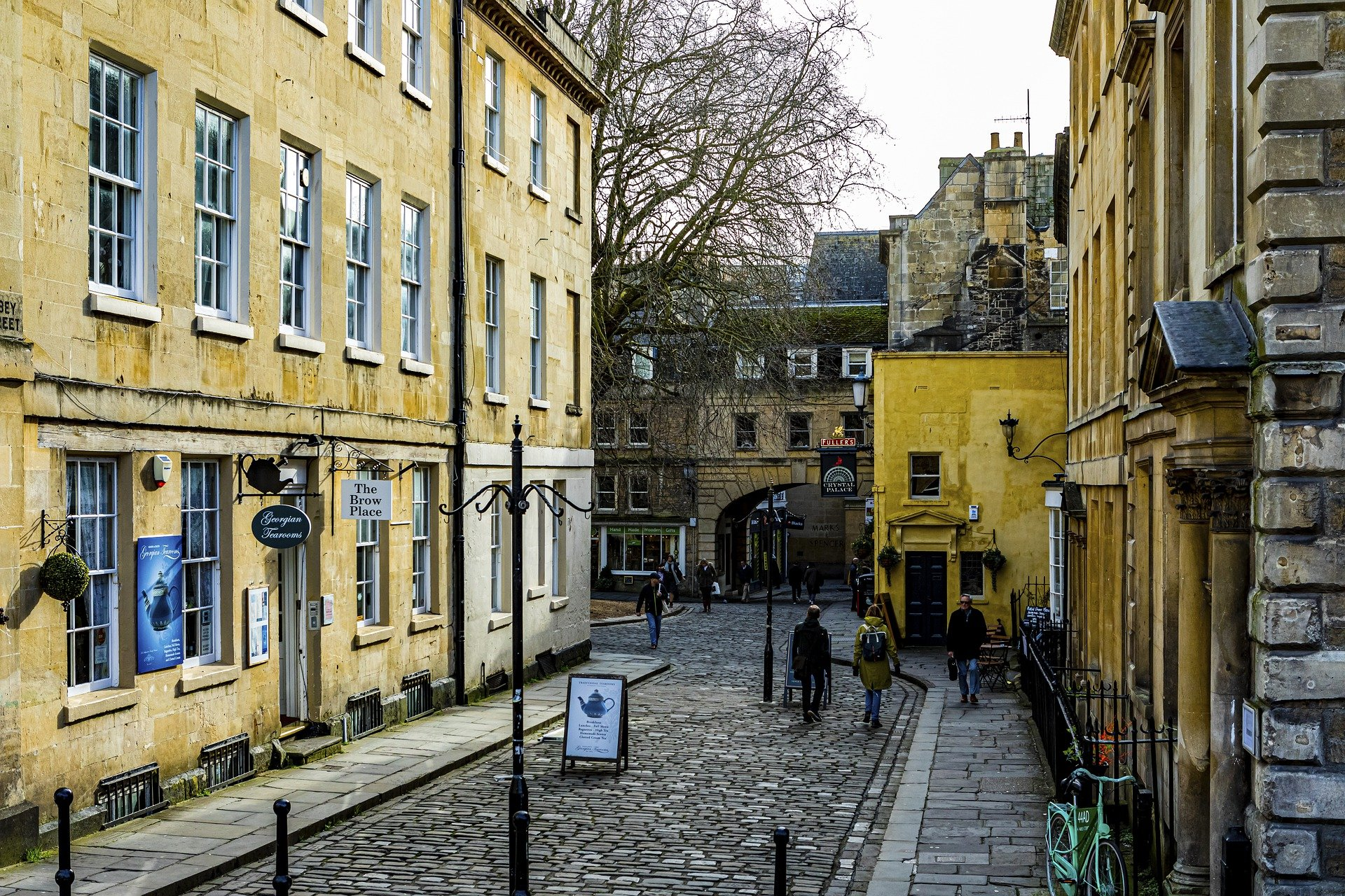 Street scene: yellow bricked buildings in Bath city centre